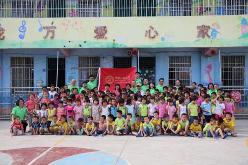 广东中久塑料科技有限公司协同中国人民大学广州校友会走进大化白马乡捐赠活动